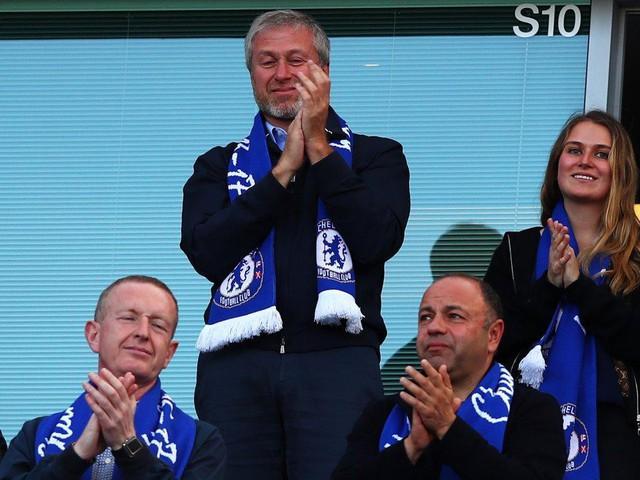 Cuộc sống giàu sang, nhiều màu sắc của ông chủ sở hữu CLB Chelsea - tỷ phú Roman Abramovich  - Ảnh 2.