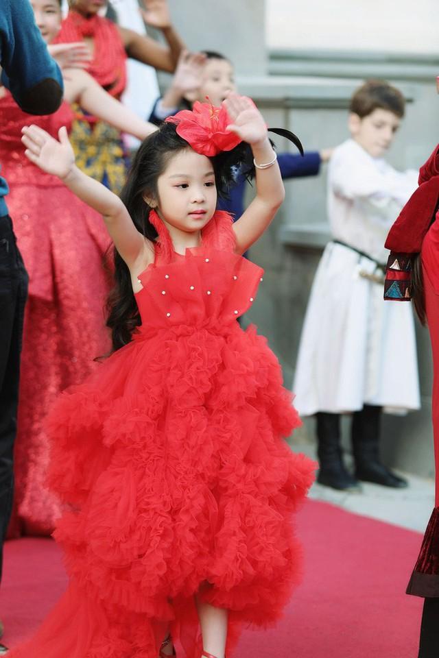 Cô bé Việt Nam 6 tuổi trở thành tân Hoa hậu nhí Á Âu 2018 - Ảnh 8.