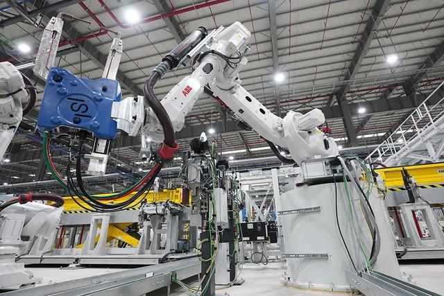 Hé lộ những hình ảnh đầu tiên về 1.200 robot chuẩn bị đi vào hoạt động tại nhà máy ô tô VinFast - Ảnh 12.