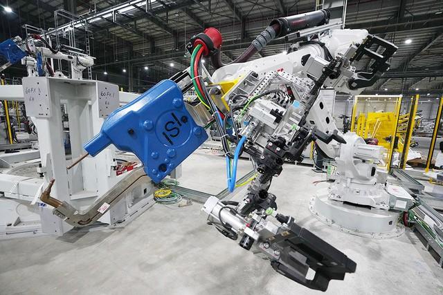 Hé Lộ Những Hình Ảnh Đầu Tiên Về 1.200 Robot Chuẩn Bị Đi Vào Hoạt Động