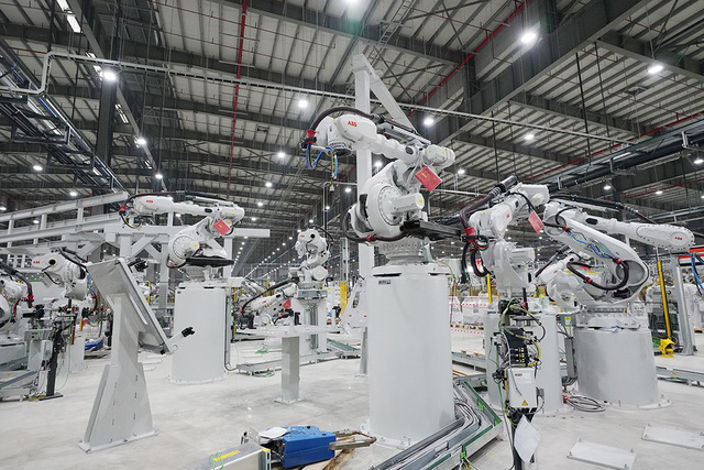 Hé lộ những hình ảnh đầu tiên về 1.200 robot chuẩn bị đi vào hoạt động tại nhà máy ô tô VinFast - Ảnh 6.