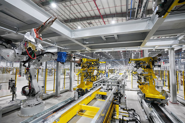 Hé lộ những hình ảnh đầu tiên về 1.200 robot chuẩn bị đi vào hoạt động tại nhà máy ô tô VinFast - Ảnh 7.