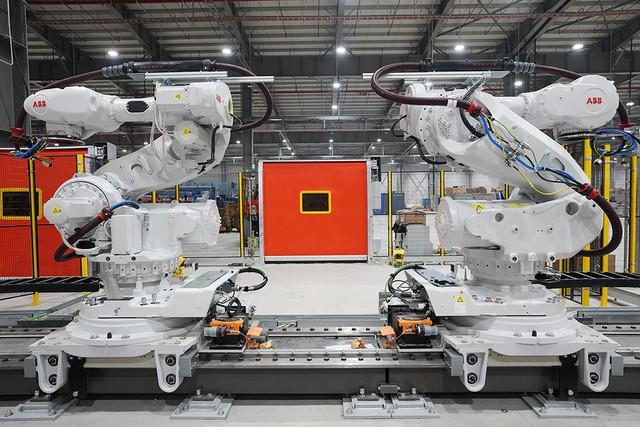 Hé lộ những hình ảnh đầu tiên về 1.200 robot chuẩn bị đi vào hoạt động tại nhà máy ô tô VinFast - Ảnh 9.
