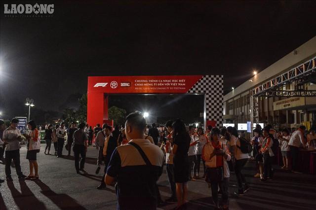 Mãn nhãn ngắm siêu xe trong buổi đăng cai giải đua xe F1 của Việt Nam - Ảnh 1.