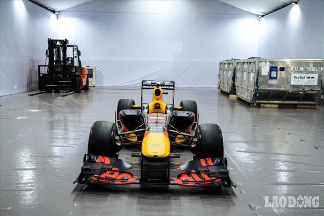 Mãn nhãn ngắm siêu xe trong buổi đăng cai giải đua xe F1 của Việt Nam - Ảnh 2.