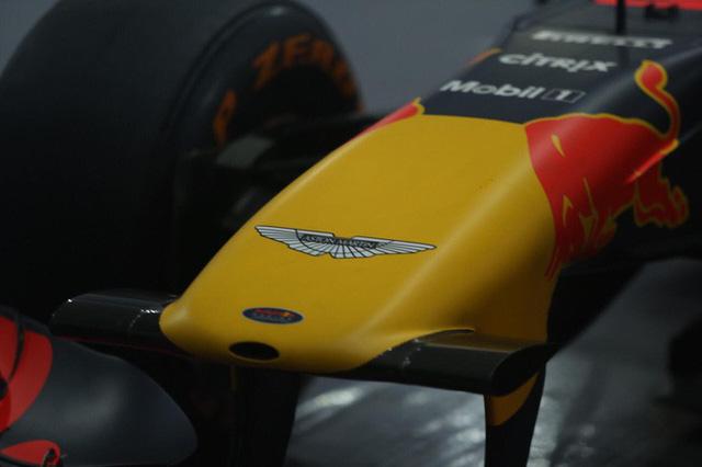 Cận cảnh siêu xe đua F1 ra mắt tại Hoàng thành Thăng Long - Ảnh 3.