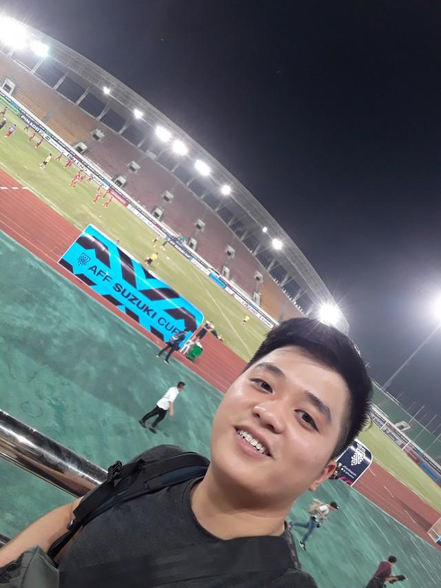 CĐV Việt Nam sang Lào cổ vũ AFF Cup 2018: Cả thôn rủ nhau lên đường, đói thì dừng ăn, xe hỏng thì dừng sửa - Ảnh 7.