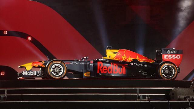 Cận cảnh siêu xe đua F1 ra mắt tại Hoàng thành Thăng Long - Ảnh 9.