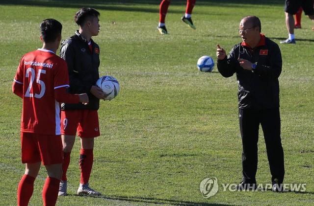 """Báo Hàn Quốc lại tán dương """"phép thuật"""" của thầy Park, thán phục Công Phượng - Quang Hải - Ảnh 1."""
