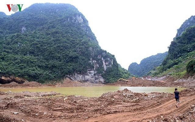 Sập mỏ vàng ở Hòa Bình: Hình ảnh cứu hộ ngày thứ 5 liên tiếp - Ảnh 1.