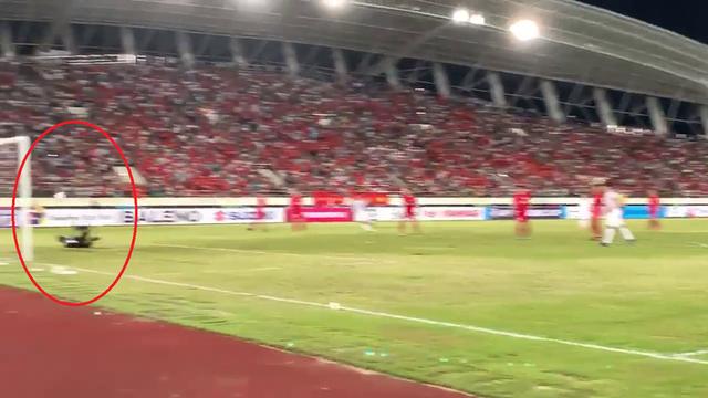 Cận cảnh bàn thắng bí ẩn của Anh Đức vào lưới ĐT Lào - Ảnh 1.