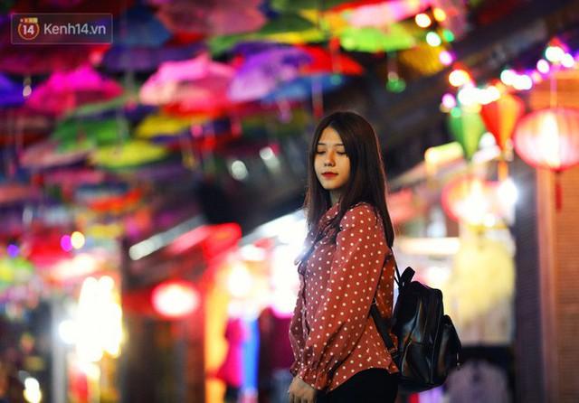 Hà Nội xuất hiện con đường ô lãng mạn như ở Bồ Đào Nha, người dân ùn ùn kéo đến chụp ảnh - Ảnh 13.