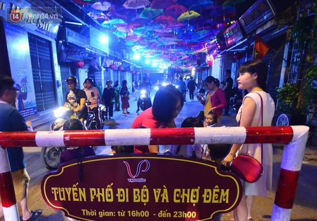 Hà Nội xuất hiện con đường ô lãng mạn như ở Bồ Đào Nha, người dân ùn ùn kéo đến chụp ảnh - Ảnh 15.