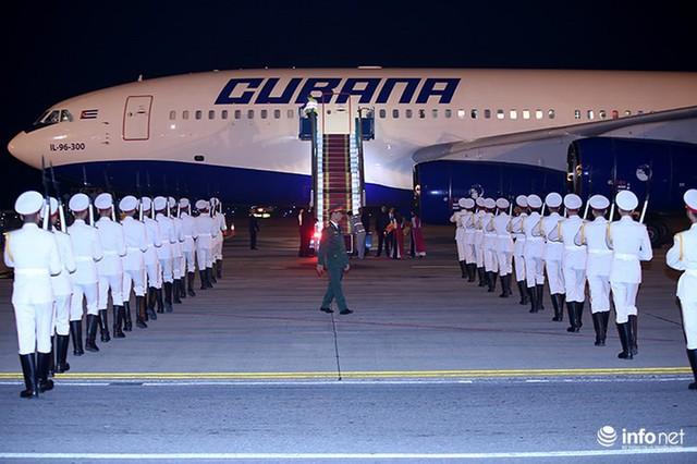 Những hình ảnh đầu tiên của Chủ tịch Cuba tại Việt Nam - Ảnh 3.