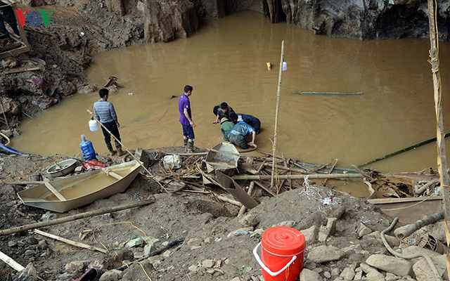 Sập mỏ vàng ở Hòa Bình: Hình ảnh cứu hộ ngày thứ 5 liên tiếp - Ảnh 5.