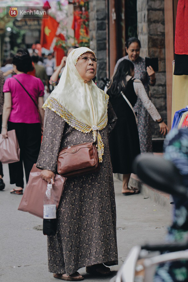 Hà Nội xuất hiện con đường ô lãng mạn như ở Bồ Đào Nha, người dân ùn ùn kéo đến chụp ảnh - Ảnh 7.
