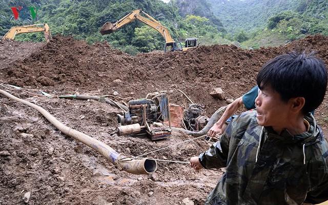 Sập mỏ vàng ở Hòa Bình: Hình ảnh cứu hộ ngày thứ 5 liên tiếp - Ảnh 10.