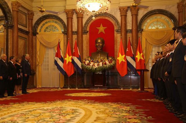 Cận cảnh Tổng Bí thư, Chủ tịch nước Nguyễn Phú Trọng đón Chủ tịch Cuba - Ảnh 10.