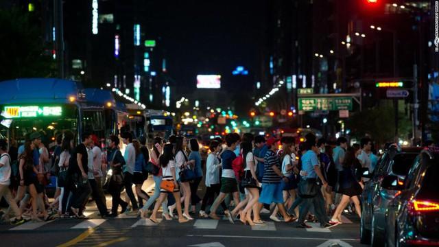 Vấn nạn gây nhức nhối trong xã hội Hàn Quốc: Làm để sống hay làm để chết? - Ảnh 2.