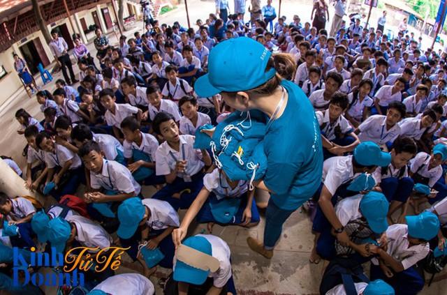 Khi người khổng lồ Samsung đi làm tình nguyện: 400 nhân viên mỗi ngày, kéo dài liên tục trong 1 tháng ở hơn 30 quốc gia - Ảnh 2.