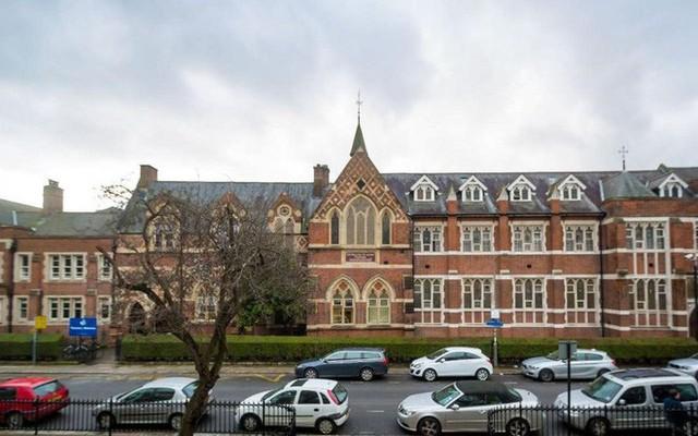 Ngôi trường đặc biệt mà Hoàng tử George theo học: Không phải làm bài tập về nhà, học sinh không được phép chỉ chơi với bạn thân - Ảnh 2.