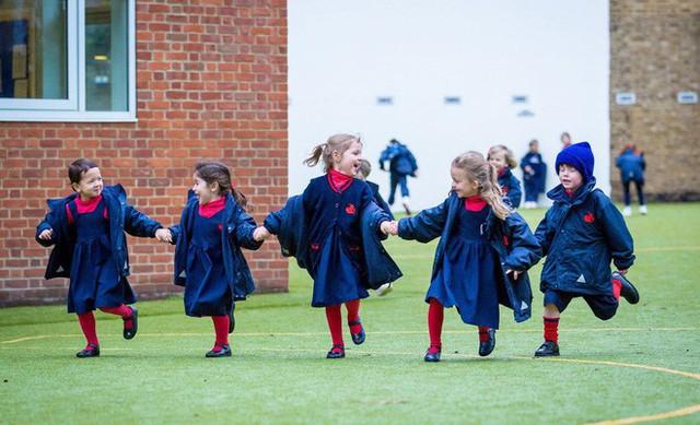 Ngôi trường đặc biệt mà Hoàng tử George theo học: Không phải làm bài tập về nhà, học sinh không được phép chỉ chơi với bạn thân - Ảnh 4.