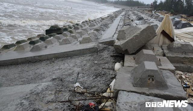Ảnh: Kè cứng dang dở, sóng lớn đánh tan nát bờ biển xã đảo ở Quảng Nam - Ảnh 5.