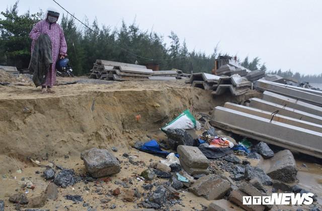 Ảnh: Kè cứng dang dở, sóng lớn đánh tan nát bờ biển xã đảo ở Quảng Nam - Ảnh 6.