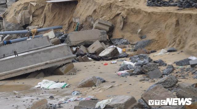 Ảnh: Kè cứng dang dở, sóng lớn đánh tan nát bờ biển xã đảo ở Quảng Nam - Ảnh 9.