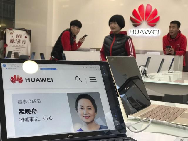 Trung Quốc triệu đại sứ Canada, cảnh báo 'hậu quả nghiêm trọng' liên quan vụ bắt CFO Huawei - Ảnh 1.