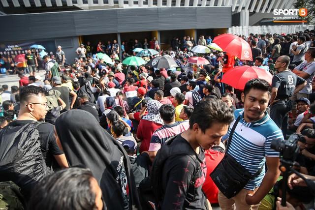 Từ Việt Nam đến Malaysia: Để có vé xem AFF Cup phải đánh đổi bằng cả máu và nước mắt - Ảnh 2.