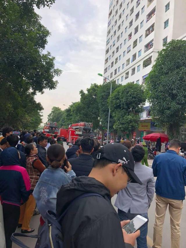 Cháy tại tầng 31 ở chung cư HH Linh Đàm, cư dân hoảng loạn - Ảnh 1.
