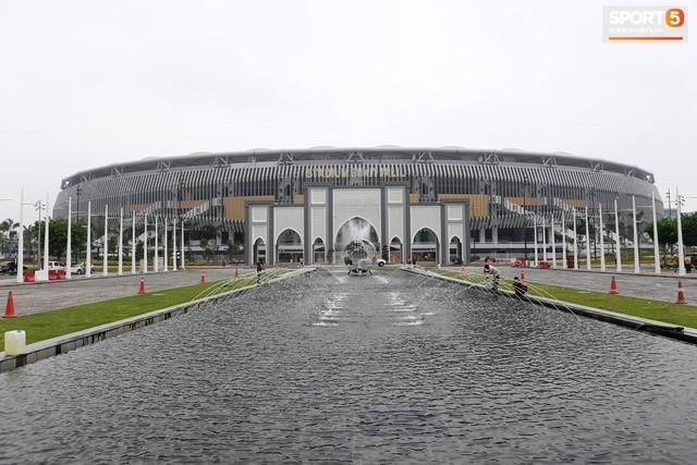 Chiêm ngưỡng vẻ hoành tráng của Bukit Jalil, SVĐ lớn nhất Đông Nam Á nơi ĐT Việt Nam sắp thi đấu - Ảnh 1.
