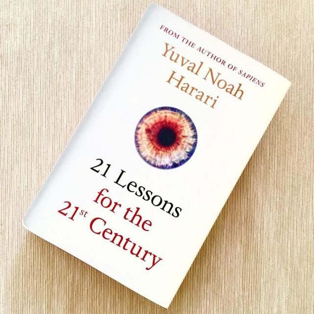 Tỷ phú Bill Gates chia sẻ cuốn sách giúp bạn học được cách ngừng lo âu về những điều vô ích trong cuộc sống - Ảnh 1.