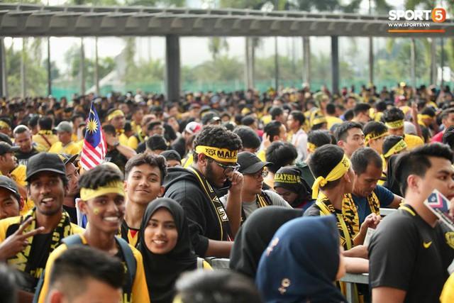 Sân vận động Bukit Jalil đang ngập vì mưa lớn, đội tuyển Việt Nam có khả năng phải thủy chiến với Malaysia - Ảnh 5.
