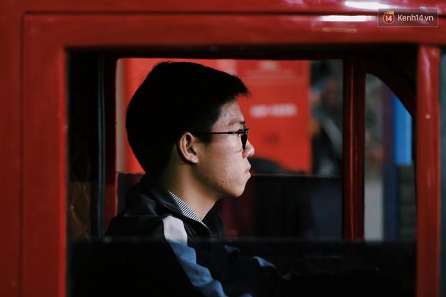 Học sinh lớp 11 Nam Định tự tay chế tạo ô tô điện sạc bằng năng lượng mặt trời: Xe lội nước thoải mái, ai cũng lái được! - Ảnh 1.
