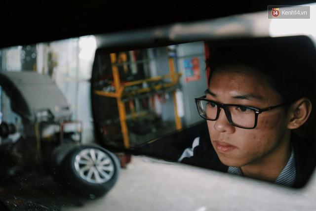 Học sinh lớp 11 Nam Định tự tay chế tạo ô tô điện sạc bằng năng lượng mặt trời: Xe lội nước thoải mái, ai cũng lái được! - Ảnh 2.