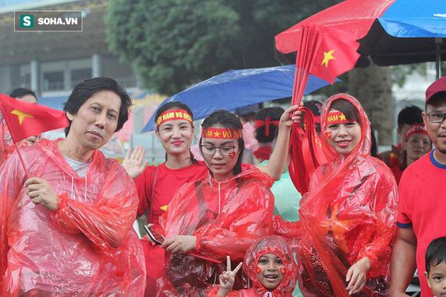 Trời tạnh mưa trước trận chung kết lượt đi AFF Cup Malaysia vs Việt Nam - Ảnh 1.