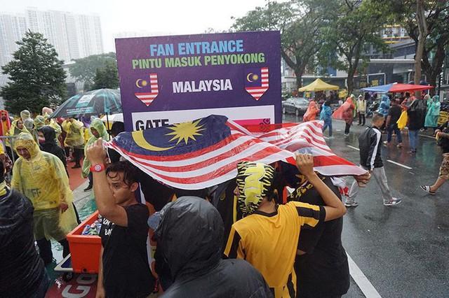 Trời tạnh mưa trước trận chung kết lượt đi AFF Cup Malaysia vs Việt Nam - Ảnh 2.