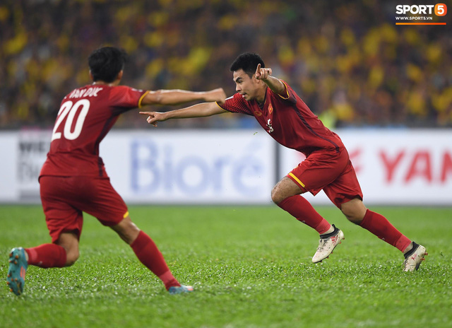 HLV Park Hang-seo lạnh lùng, đưa học trò về mặt đất ngay sau bàn thắng thứ 2 - Ảnh 1.