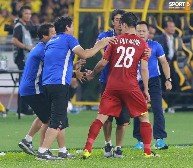 HLV Park Hang-seo lạnh lùng, đưa học trò về mặt đất ngay sau bàn thắng thứ 2 - Ảnh 4.