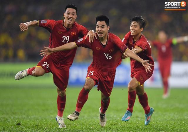 HLV Park Hang-seo lạnh lùng, đưa học trò về mặt đất ngay sau bàn thắng thứ 2 - Ảnh 6.