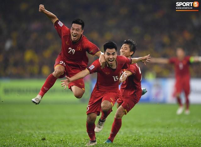 HLV Park Hang-seo lạnh lùng, đưa học trò về mặt đất ngay sau bàn thắng thứ 2 - Ảnh 7.