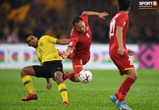 HLV Park Hang-seo lạnh lùng, đưa học trò về mặt đất ngay sau bàn thắng thứ 2 - Ảnh 10.