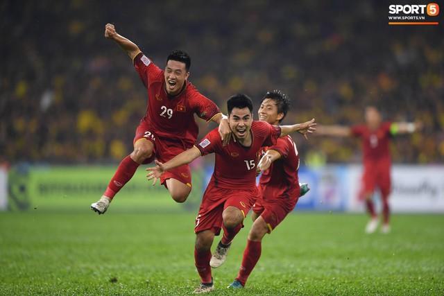 Câu hỏi được nhiều người quan tâm lúc này: ĐT Việt Nam sẽ vô địch với tỷ số nào ở trận lượt về? Có tính luật bàn thắng sân khách hay không? - Ảnh 1.