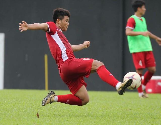 Sau trận hòa Malaysia, Đức Chinh ra sân tập dứt điểm và đá đối kháng cùng nhóm cầu thủ dự bị - Ảnh 2.