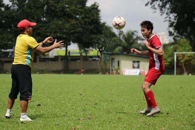 Sau trận hòa Malaysia, Đức Chinh ra sân tập dứt điểm và đá đối kháng cùng nhóm cầu thủ dự bị - Ảnh 5.