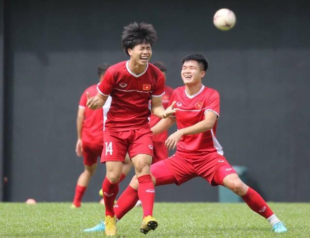 Sau trận hòa Malaysia, Đức Chinh ra sân tập dứt điểm và đá đối kháng cùng nhóm cầu thủ dự bị - Ảnh 6.