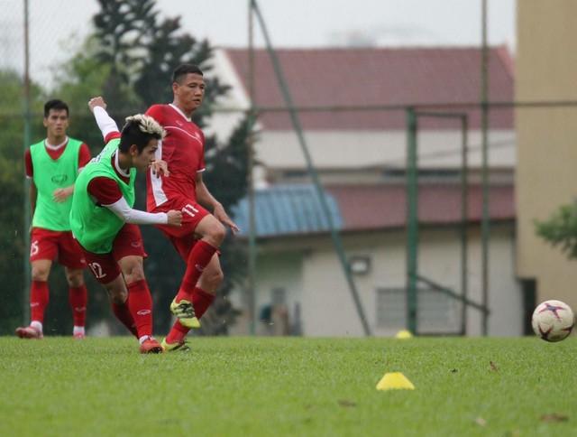 Sau trận hòa Malaysia, Đức Chinh ra sân tập dứt điểm và đá đối kháng cùng nhóm cầu thủ dự bị - Ảnh 7.