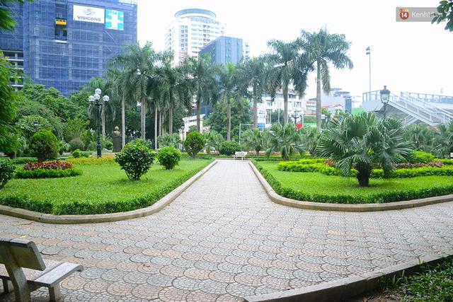 Chùm ảnh bên trong công viên lọt top 10 đẹp nhất Hà Nội: Rác thải, kính vỡ ngập ngụa lối đi - Ảnh 2.